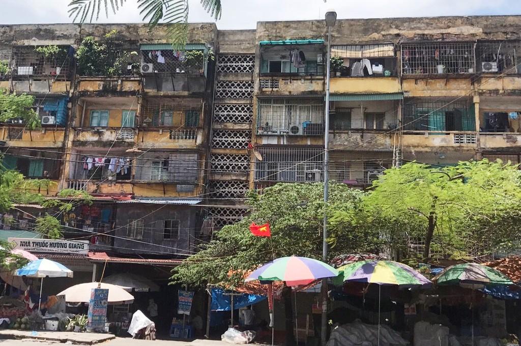 Cả hai dự án cải tạo chung cư cũ mà Công ty CP Đầu tư dịch vụ tài chính Hoàng Huy được lựa chọn thực hiện gần đây đều theo hình thức chỉ định thầu. Ảnh: Minh Huệ
