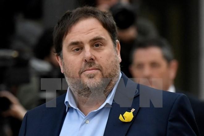 Cựu Phó Thủ hiến Catalunya Oriol Junqueras tới tòa án ở Madrid, Tây Ban Nha ngày 2/11 vừa qua. (Ảnh: AFP/TTXVN)