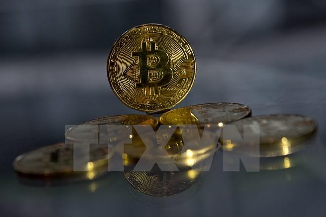 Đồng tiền ảo Bitcoin mạ vàng tại London, Anh. (Nguồn: AFP/TTXVN)