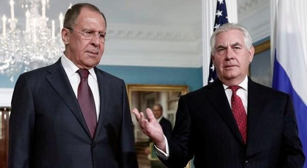 Ngoại trưởng Nga Sergei Lavrov (trái) và người đồng cấp Mỹ Rex Tillerson. (Nguồn: TASS)