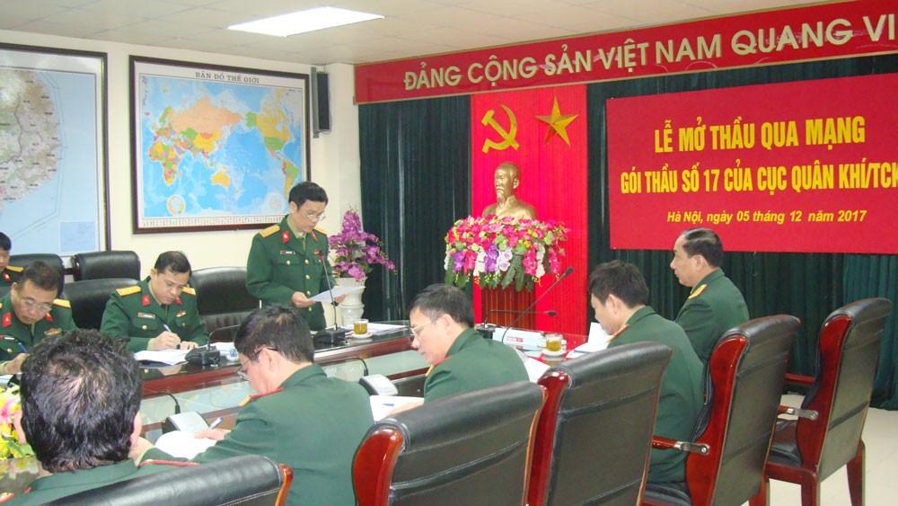 Đây là lần đầu tiên một đơn vị của Bộ Quốc phòng thực hiện đấu thầu qua mạng. Ảnh: Trường Sinh