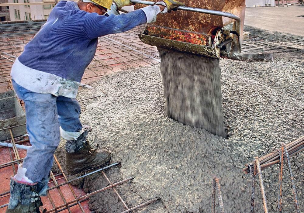 HSMT yêu cầu một số loại thiết bị phải thuộc sở hữu của nhà thầu như máy trộn vữa, bê tông 160 - 200 lít, máy hàn, máy khoan, máy bơm, máy phát điện,...