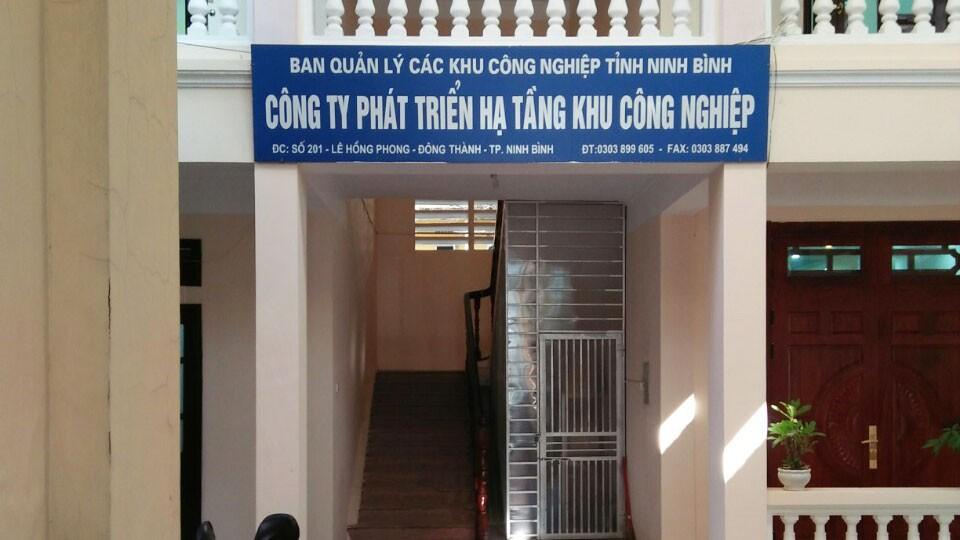 Công ty Phát triển hạ tầng KCN tỉnh Ninh Bình mời thầu rộng rãi nhưng không công khai số điện thoại liên hệ phát hành HSMT (Ảnh nhà thầu cung cấp)