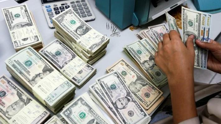 Giới phân tích dự báo đồng USD sẽ mất giá so với 13 trong tổng số 16 đồng tiền được giao dịch nhiều nhất thế giới trong năm 2018 - Ảnh: Reuters.