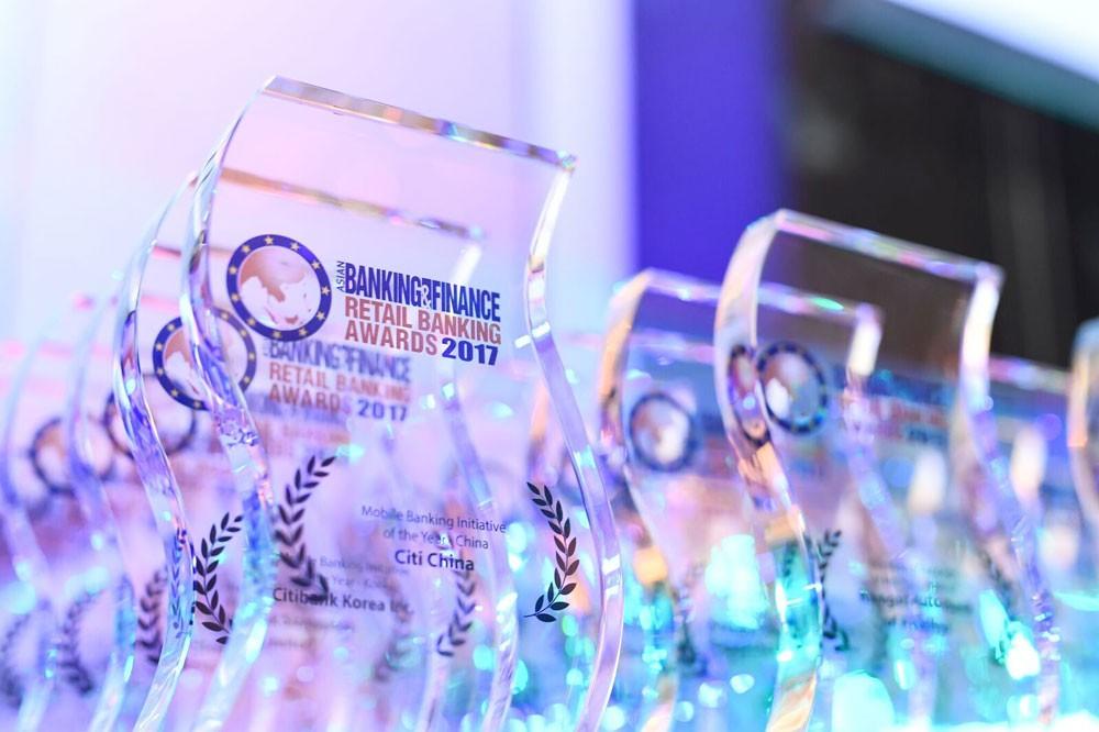 Năm 2017, VPBank đã được các tổ chức uy tín trong và ngoài nước trao tặng 20 giải thưởng và danh hiệu