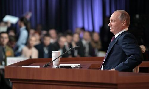 Tổng thống Nga Vladimir Putin trong cuộc họp báo hôm nay. Ảnh:AFP.