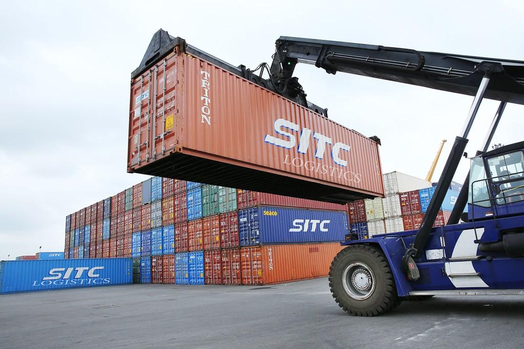 Khả năng cạnh tranh của doanh nghiệp logistics Việt Nam chưa cao nên khó thắng thầu quốc tế. Ảnh: Nhã Chi