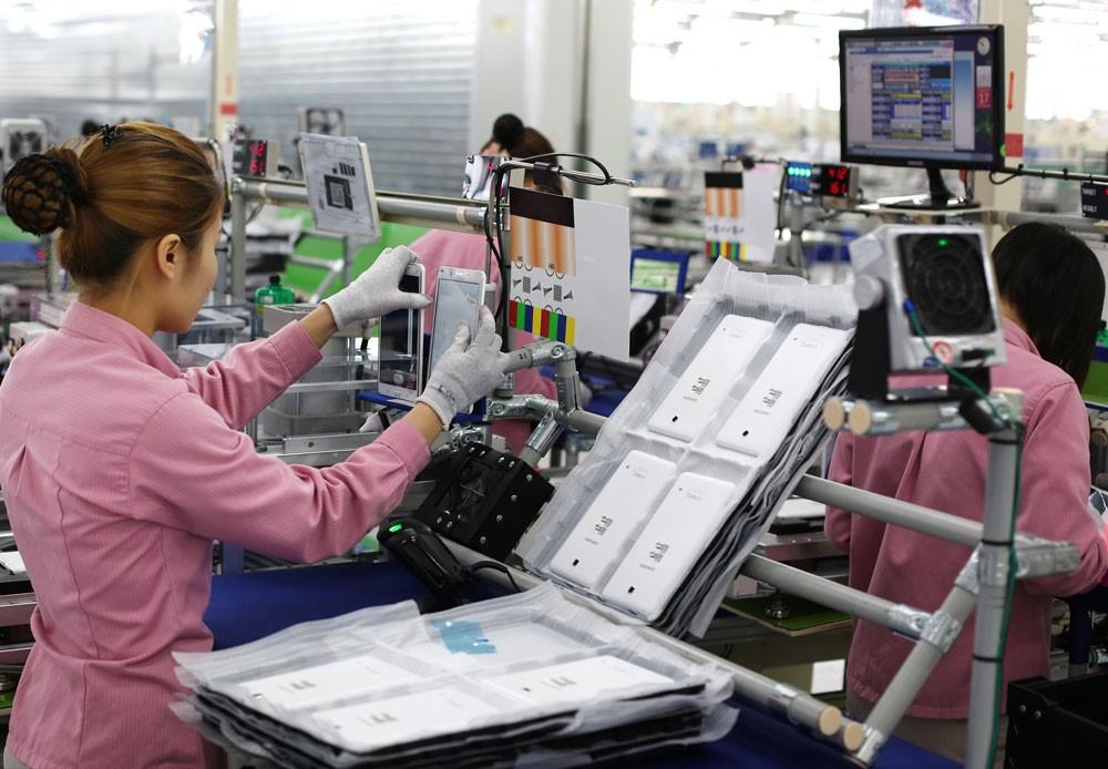 Khuyến khích nhân rộng mô hình thành công của Samsung là giải pháp hiệu quả để tăng cường liên kết giữa doanh nghiệp FDI và doanh nghiệp trong nước. Ảnh: Hà Thanh
