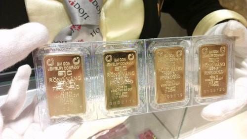 Thị trường vàng trong nước chủ yếu là các giao dịch nhỏ lẻ. Ảnh:Q.Đ.