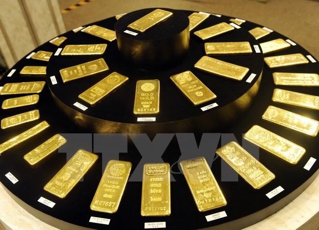 Các thỏi vàng được trưng bày tại cửa hàng kim hoàn Ginza Tanaka ở Tokyo, Nhật Bản. (Nguồn: AFP/TTXVN)