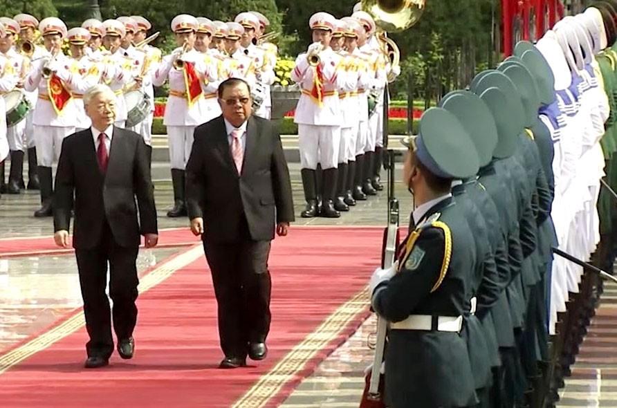 Tổng Bí thư Nguyễn Phú Trọng chủ trì Lễ đón chính thức Tổng Bí thư, Chủ tịch nước Lào Bounnhang Vorachith tại Phủ Chủ tịch sáng ngày 19/12. Ảnh: QPVN