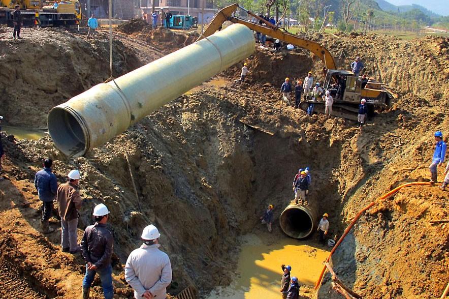 Từ tháng 2/2012 đến tháng 10/2016, tuyến ống của hệ thống cấp nước sông Đà đã bị vỡ 18 lần. Ảnh: Ngọc Thắng