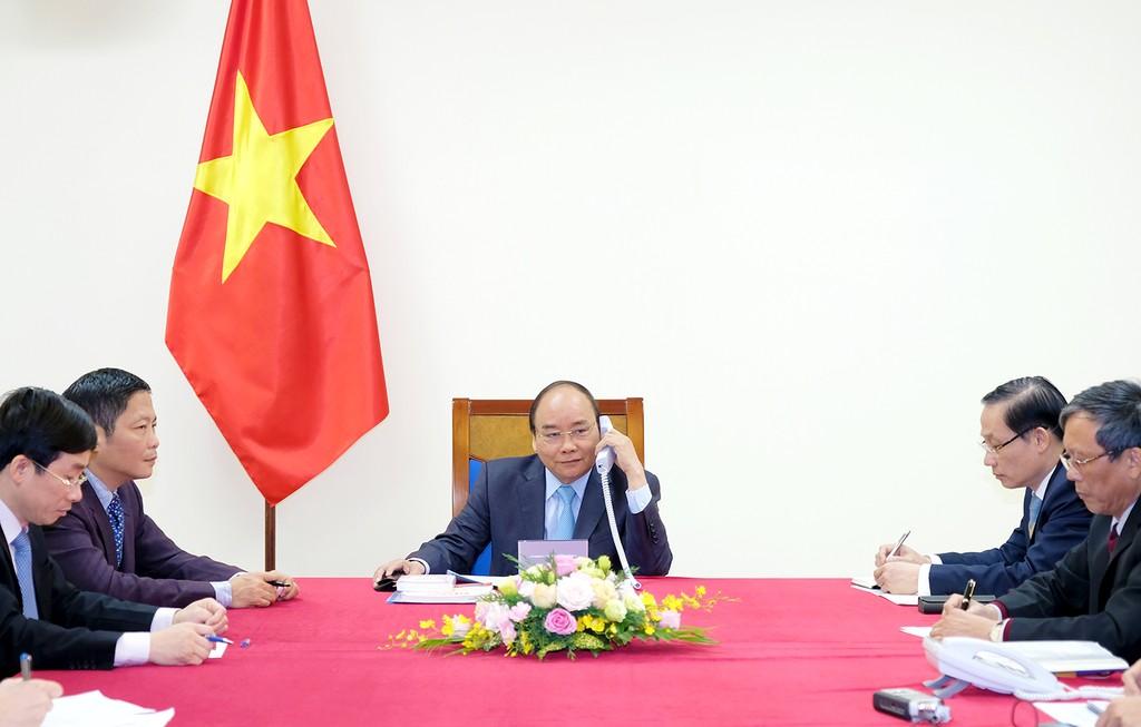 Thủ tướng Nguyễn Xuân Phúc điện đàm với Thủ tướng Nhật Bản - ảnh 1