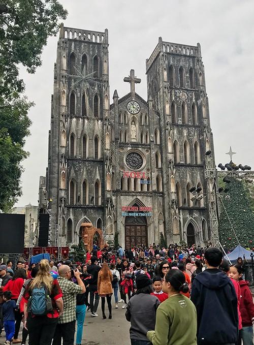 Nhà thờ Lớn Hà Nội trang hoàng chào đón Giáng sinh - ảnh 1