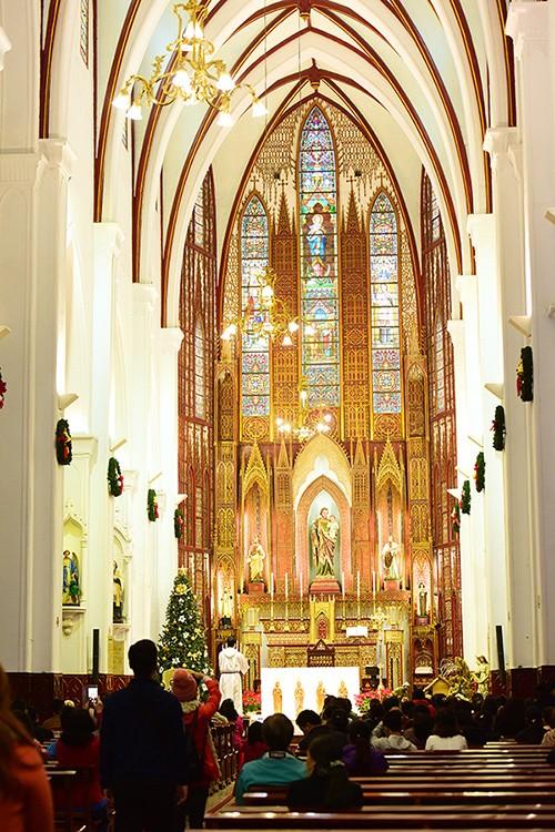 Nhà thờ Lớn Hà Nội trang hoàng chào đón Giáng sinh - ảnh 4