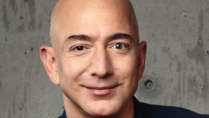 Ông Jeff Bezos, nhà sáng lập Amazon.com, tỷ phú kiếm tiền nhiều nhất năm 2017.