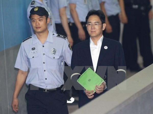 Ông Lee Jae-Yong đến phiên xét xử tại Tòa án Trung tâm quận Seoul ngày 7/8. (Nguồn: EPA/TTXVN)