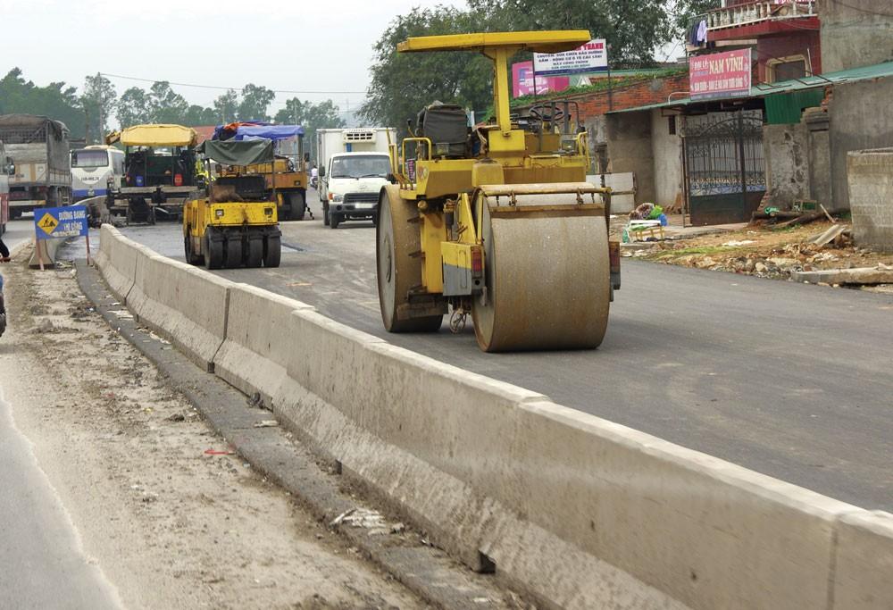 """Ban Quản lý dự án đầu tư xây dựng huyện Hoài Nhơn (Bình Định) nhiều lần bị các nhà thầu """"tố"""" bởi những nghi vấn có khuất tất trong việc tổ chức lựa chọn nhà thầu. Ảnh: Hoài Tâm"""