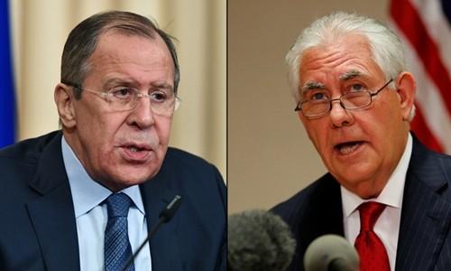 Ngoại trưởng Nga Sergei Lavrov (trái) và người đồng cấp Mỹ Rex Tillerson. Ảnh:Sputnik/Reuters.