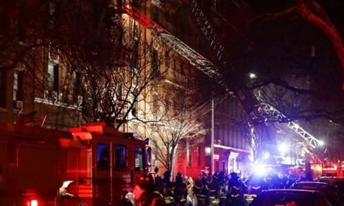 Lực lượng cứu hỏa tại hiện trường. Ảnh:AP.