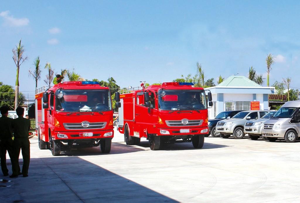 Gói thầu số 05 có nội dung chính là cung cấp 6 xe chữa cháy nước thuốc, 1 xe thang chữa cháy 56m và 2 xe chỉ huy chữa cháy. Ảnh: Hoài Tâm