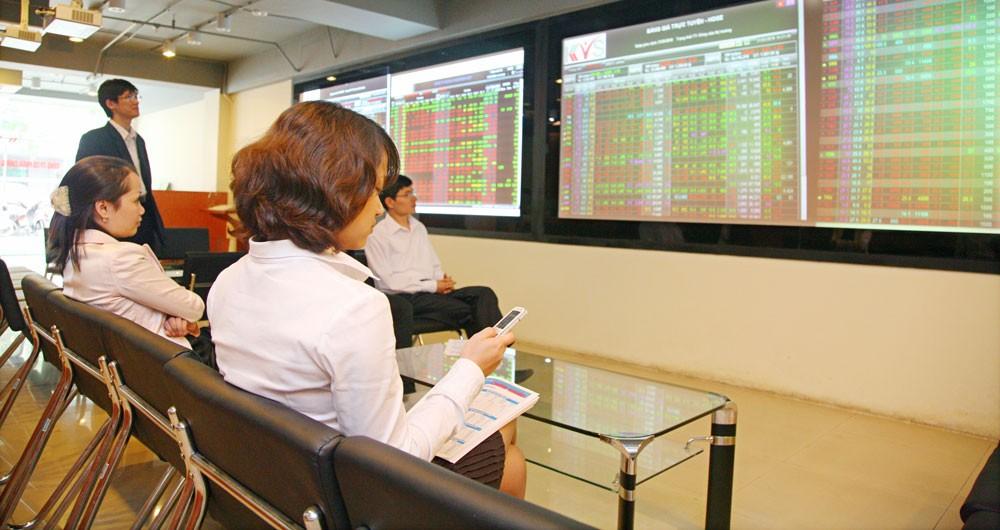 Mức vốn hóa thị trường đã tăng 73% so với cuối năm 2016, lên gần 3.360 nghìn tỷ đồng, tương đương 74,6% GDP. Ảnh: Lê Tiên