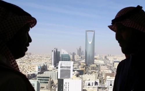 Người dân sống tại Arab Saudi phải trả thuế VAT từ năm nay. Ảnh:Reuters