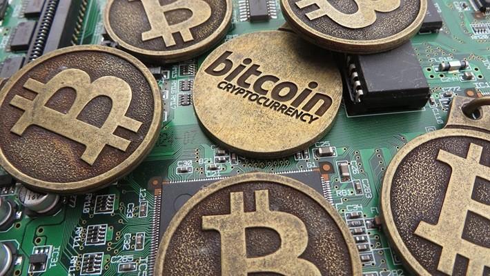 Trong vòng 2 năm qua, giá Bitcoind đã tăng hơn 3.000%, làm dấy lên ở Phố Wall một cuộc tranh luận về việc giá trị thực sự của đồng tiền ảo này là bao nhiêu.