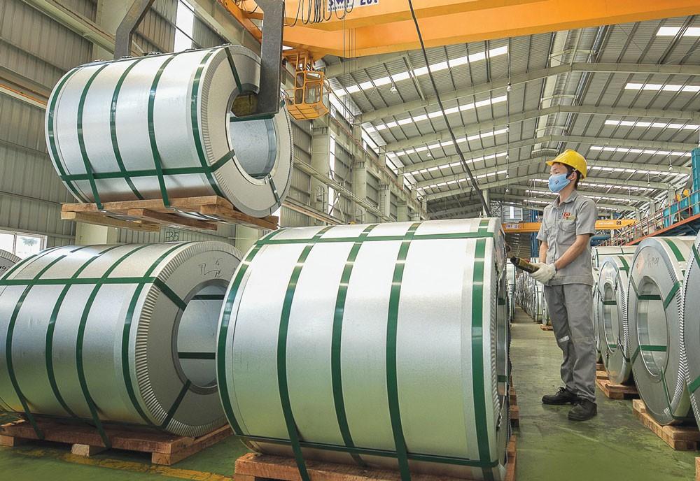 Chiến lược bán hàng thông thoáng đã khiến lợi nhuận của Tôn Hoa Sen sụt giảm đáng kể trong khi doanh thu tăng trưởng mạnh. Ảnh: Hồng Giang