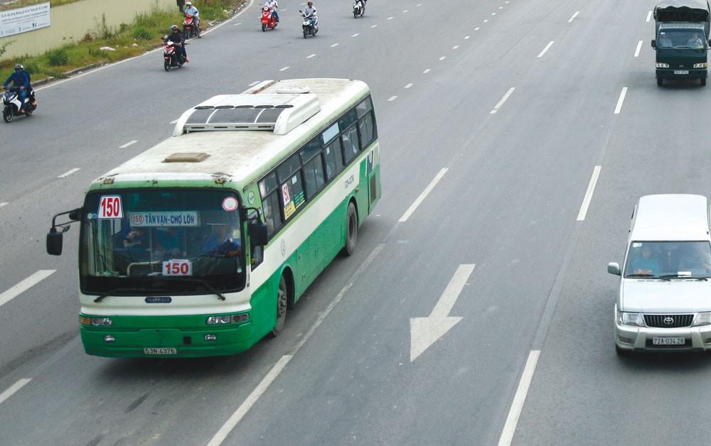 Năm 2018, TP.HCM sẽ giảm dần trợ giá xe buýt bằng cách đổi mới cơ chế quản lý hoạt động, đấu thầu khai thác các tuyến xe có trợ giá... Ảnh: Quang Tuấn