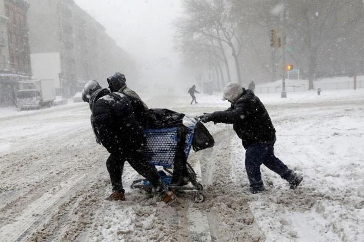 Nhiều thành phố Mỹ tê liệt vì siêu bão tuyết - ảnh 3