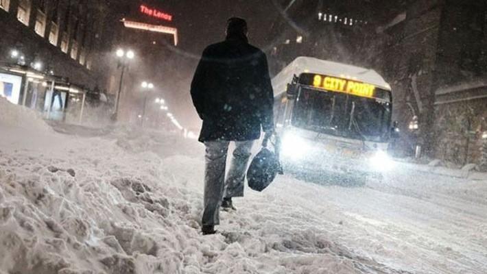 Tuyết rơi dày trên đường phố ở Boston - Ảnh: Getty/BBC.