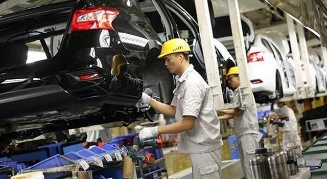 Công nhân làm việc trong một nhà máy ôtô ở tỉnh Quảng Đông, Trung Quốc. (Nguồn: China/Newscom)