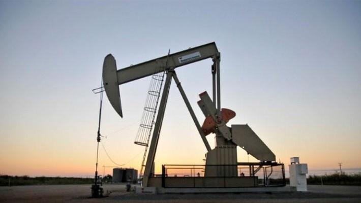 Máy bơm dầu tại một mỏ dầu ở bang Oklahoma, Mỹ, tháng 9/2015 - Ảnh: Reuters.