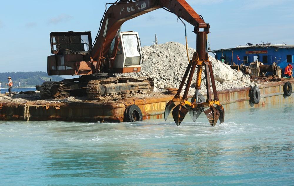 Dự án Cải tạo, nâng cấp luồng tàu vào cảng Nghi Sơn, Thanh Hóa có tổng mức đầu tư hơn 272 tỷ đồng. Ảnh: Hoài Tâm
