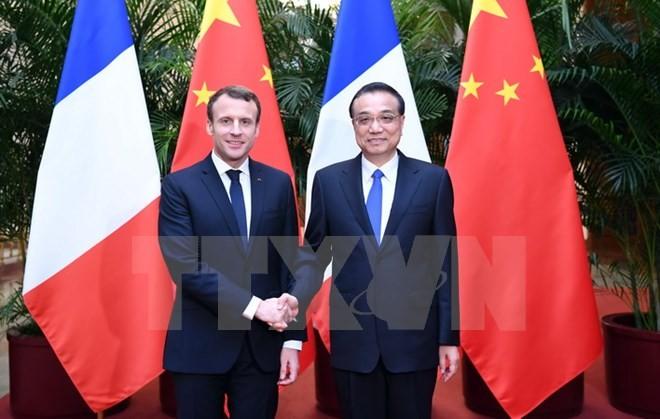 Thủ tướng Trung Quốc Lý Khắc Cường và Tổng thống Pháp Emmanuel Macron. (Ảnh: THX/TTXVN)