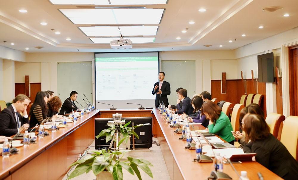 Ông Il Dong Kwon - Phó Tổng giám đốc Công ty tư vấn Oliver Wyman trình bày quá trình triển khai dự án