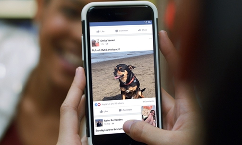 Bài viết của người thân, bạn bè được ưu tiên hiển thị trên Bảng tin người dùng. Ảnh:Digital Trends