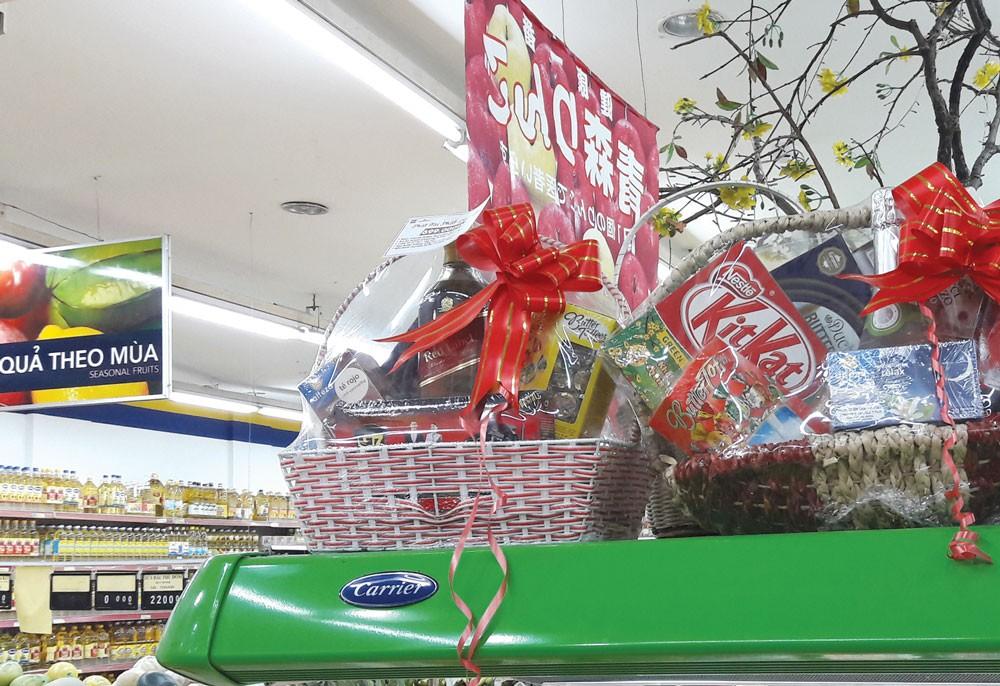 Hình thức mua sắm quà Tết chủ yếu được các đơn vị ưu tiên lựa chọn vẫn là chào hàng cạnh tranh, chỉ định thầu và mua sắm trực tiếp
