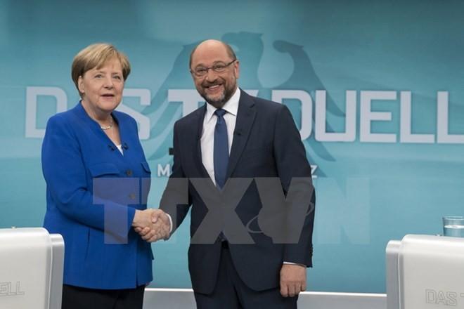 Thủ tướng Đức Angela Merkel (trái) và lãnh đạo đảng SPD Martin Schulz (phải). (Nguồn: AFP/TTXVN)