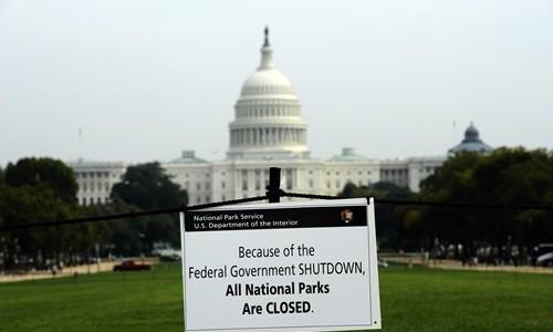 Tấm biển thông báo tất cả các công viên quốc gia đều ngừng hoạt động trong thời gian chính phủ Mỹ đóng cửa hồi năm 2013. Ảnh:AFP.