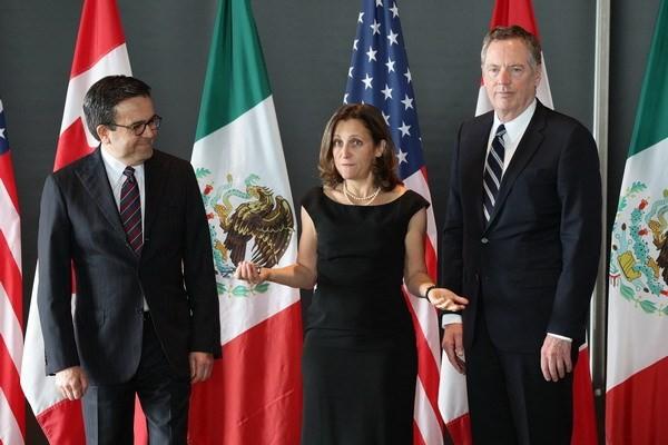 Bộ trưởng Kinh tế Mexico Ildefonso Guajardo Villarreal, Ngoại trưởng Canada Chrystia Freeland và Đại diện thương mại Mỹ Robert E. Lighthizer tại vòng 3 tái đàm phán NAFTA ở Ottawa, Ontario, Canada ngày 27/9/2017. (Nguồn: AFP/TTXVN)