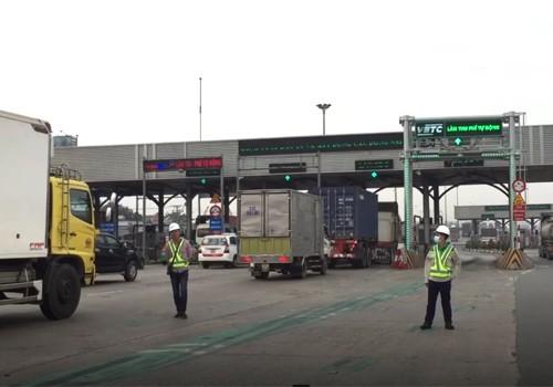 Trạm BOT cầu Đồng Nai có hai làn thu phí không dừng.Ảnh: Xuân Hoa.