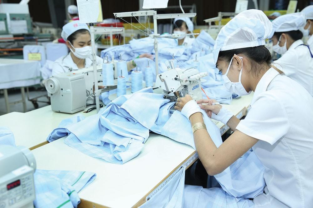 Hiện ngành dệt may vẫn có tới 80% nguyên liệu là nhập ngoại. Ảnh: Hoài Tâm