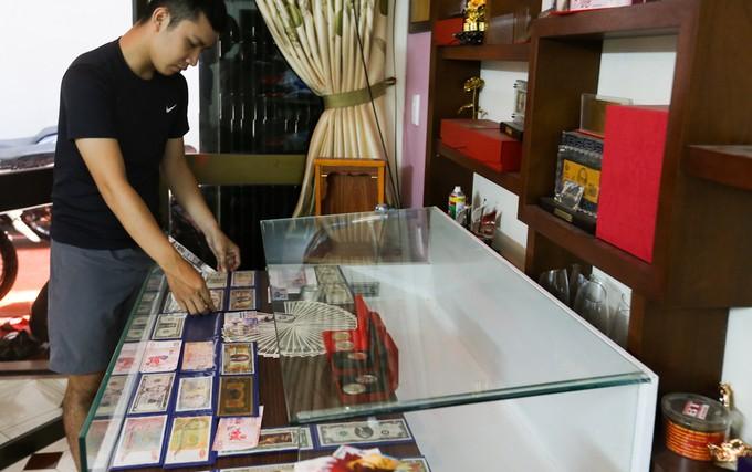 Săn tiền in hình linh vật Tết Mậu Tuất để lì xì ở Sài Gòn - ảnh 1