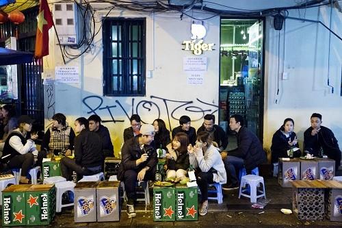 'Cuộc chiến' trên bàn nhậu của người Việt - ảnh 1