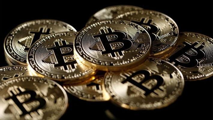 Hồi đầu tháng 2, giá Bitcoin có thời điểm giảm dưới 6.000 USD - Ảnh: Reuters.