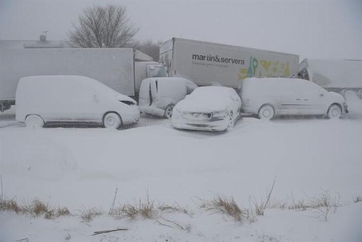 Hình ảnh siêu bão tuyết phủ trắng châu Âu - ảnh 1