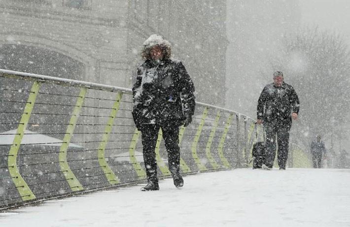 Hình ảnh siêu bão tuyết phủ trắng châu Âu - ảnh 2