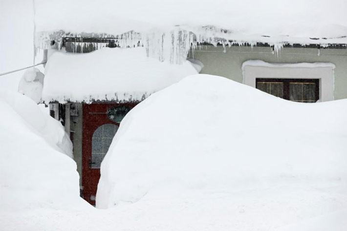 Hình ảnh siêu bão tuyết phủ trắng châu Âu - ảnh 6